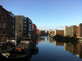 Canal view in just 10 mins walk from Central Station, modern 2-3 pp- free WIFI
