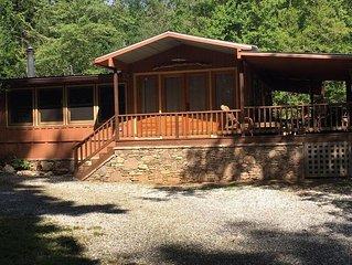 Lake Burton~Charming Lake Burton Cabin Retreat!  Across from LaPrades Marina