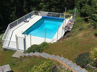 Private, spectacular ocean vistas - swimming pool !