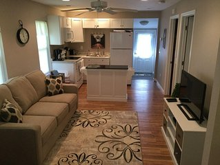 DewDrop Cottage: Walk to the strip!  2 bed 1 bath, sleeps 7