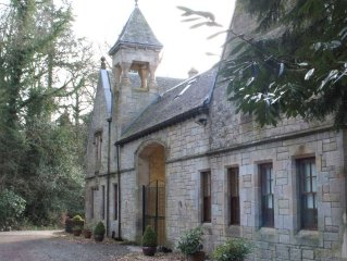 5 star luxury rental on Loch Lomond perfect for larger parties.