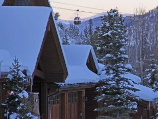 Luxury Ski in Unit in the Heart of Breckenridge. On Call Shuttle To Gondola.