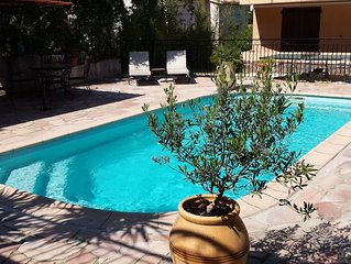 Rez de villa 6 pers, forêt et piscine à La Seyne sur mer (Var)