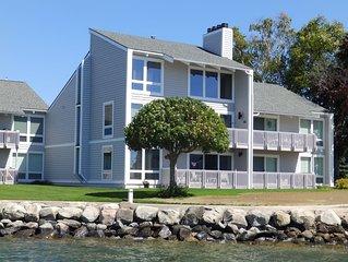 Unique Unit View - Landings Condominium on Beautiful Lake Charlevoix - WIFI