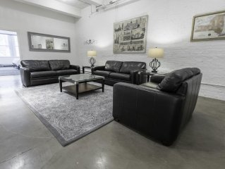 3 Bedroom 2 Bathroom Residence - 2,000 Square ft. Sleeps 10 - New!