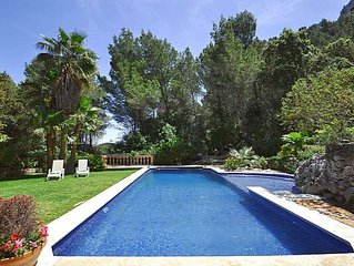 Breathtaking Villa with mountain views, Esporles