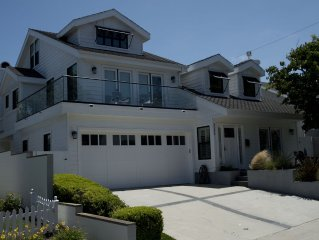 Beautifully Renovated Home. Private Backyard /jacuzzi. 5 minute stroll to beach