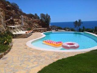 Meravigliosa con piscina infinity soleggiata e riservata a 600 m dalla spiaggia