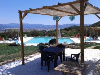 Con piscina a 8 km dal mare in posizione panoramica