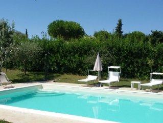 Villa sulle colline di Civitanova Marche con piscina privata e vista mare