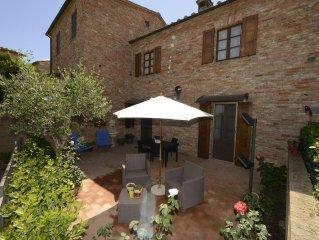 Siena, Mucigliani, Crete Senesi, casa famiglia, piscina, panorama, palio,