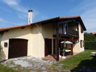 Villa Wohnung 1. Etage 66 m² Balkon und Großen Garten und PKW Parkplatz