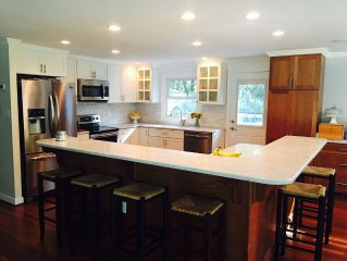 New Listing 4.5 Miles From Usna, Newly Renovated Cottage Home With Heated Pool!