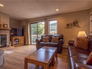 Nice Ski-in/Walk-out condo, sleeps 10, outdoor hot tub, free wifi, parking, ath