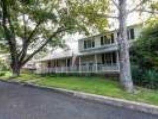 Creek and Crockett Guest House - Walking Distance to Main Street
