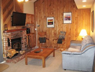 Nice forested location 2 blocks from Village...Flatscreen TV and Outdoor Spas