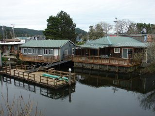 WOW! on the water 4-bedroom 3-bathrooms sleeps 10-12