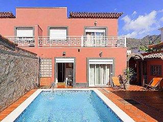3 bedroom Villa, sleeps 6 with Pool, FREE WiFi and Walk to Beach & Shops