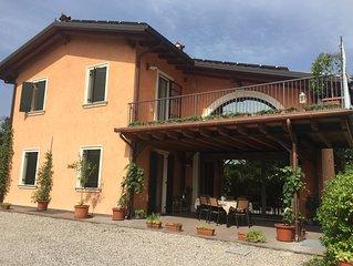 Posizione strategica! Casa signorile  con giardino, portico, parcheggio interno.