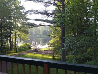 Beautiful Lake Naomi Home - Access available to Lake Naomi Club - Pet Friendly