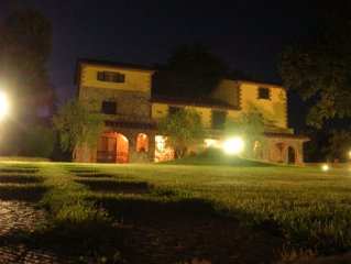 Typical Tuscan Villa with deluxe pool and fantastic place  in a quiet valley