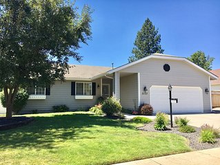 Charming and Cozy Coeur d'Alene Home 5 minutes from Downtown With Central A/C.