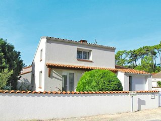 Vacation home in La Tranche - sur - Mer, Vendee - 4 persons, 2 bedrooms