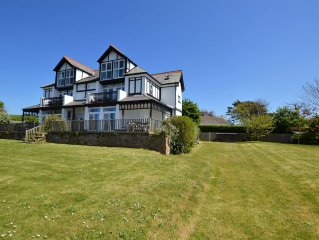 3 Bed Ground floor apertment minutes from the Beach!