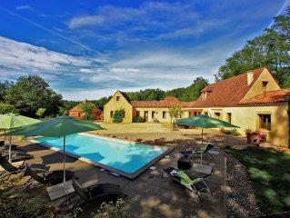 SARLAT a 900m de la cite medievale.Villa de charme, piscine privative chauffee.