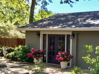 Romantic Eastside Luxury Retreat - Private Cottage 5 Minutes to Plaza, Wineries
