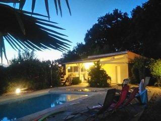 Villa plain-pied au milieu des vignes avec piscine privee
