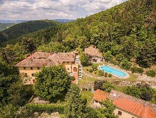 Villa Domina e una lussuosa villa su due piani situata in zona collinare, circo