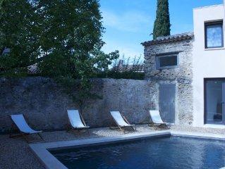 Maison de village avec piscine au centre de Lourmarin