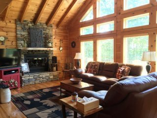 Luxury Log Cabin Hideaway Near Lake Chatuge w/ 2 Master Suites