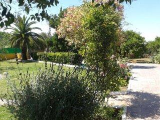 Casa con jardin en entorno tranquilo