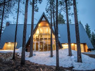 Glass Peak~Clean & Modern Family Estate~Spa~Sauna~Pool Table/Foosball~Garage~