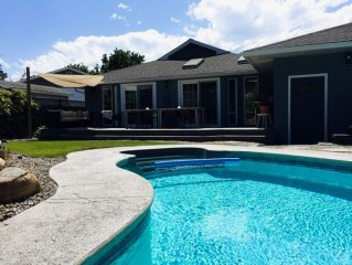 Salt Water Pool, Hot Tub, Pergola, Sleeps 8 - Beautiful Family Vacation Home.