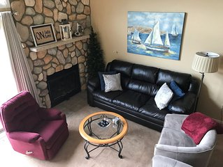 LOVELY TROUT CREEK CONDO - INDOOR POOL & HOT TUBS - 1/2 MI FROM NUBS NOB!!
