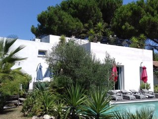 CONTEMPORARY VILLA, POOL, SPA, 400 M FROM THE BEACH