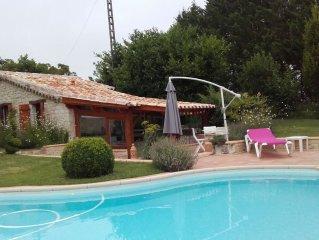Petite maison independante avec piscine