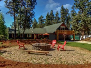 3,200 Square Foot Home / Hot Tub / Fully Fenced in Yard / Pet Friendly / Firepit