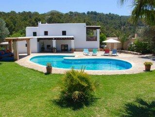 Casa con vistas al mar en un espacio natural protegido.Parcela privada 85000 m2