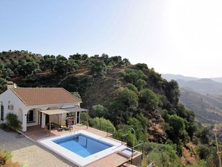 Detached holiday home with private swimming pool, beautiful location and with c