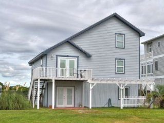 Beautiful, 5 bedroom/3 bath waterfront home in Desirable Caswell Beach/Sleeps 12