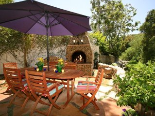 Seaside Cottage - ON SPECIAL! Romantic Haven by the Beach