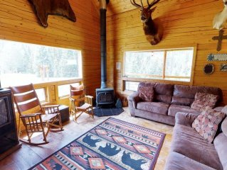 Wiggins' Cabin - Upper Valley Home with River Access, Fire Pit, Satellite TV, Wa