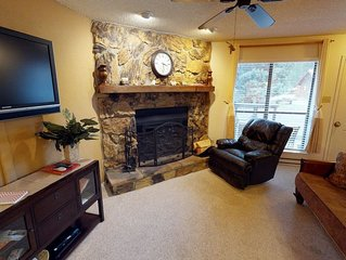 Grandview Townhouse #11 - In Town, King Beds, WiFi, Satellite TV, HBO, Washer/D