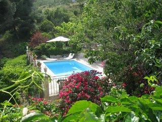 Villa avec piscine, adossee a la colline, 6 personnes, 2 chambres