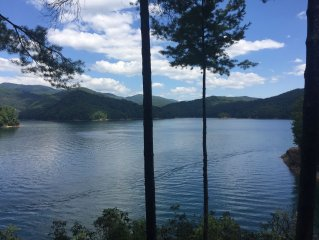 Martin Pointe - Lake Front Home on Lake Jocassee