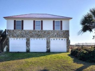 Edwards Cottage-Oceanfront,3 Bdrms/2 Bath Home -Close to Pier & Fishing/Sleeps 7